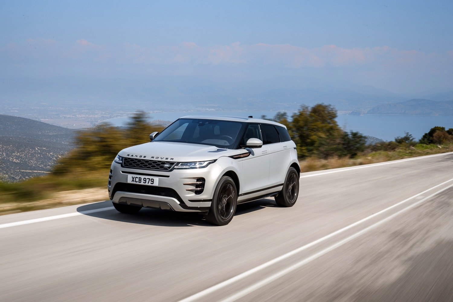 2020_land_rover_evoque_hybrid_test_08