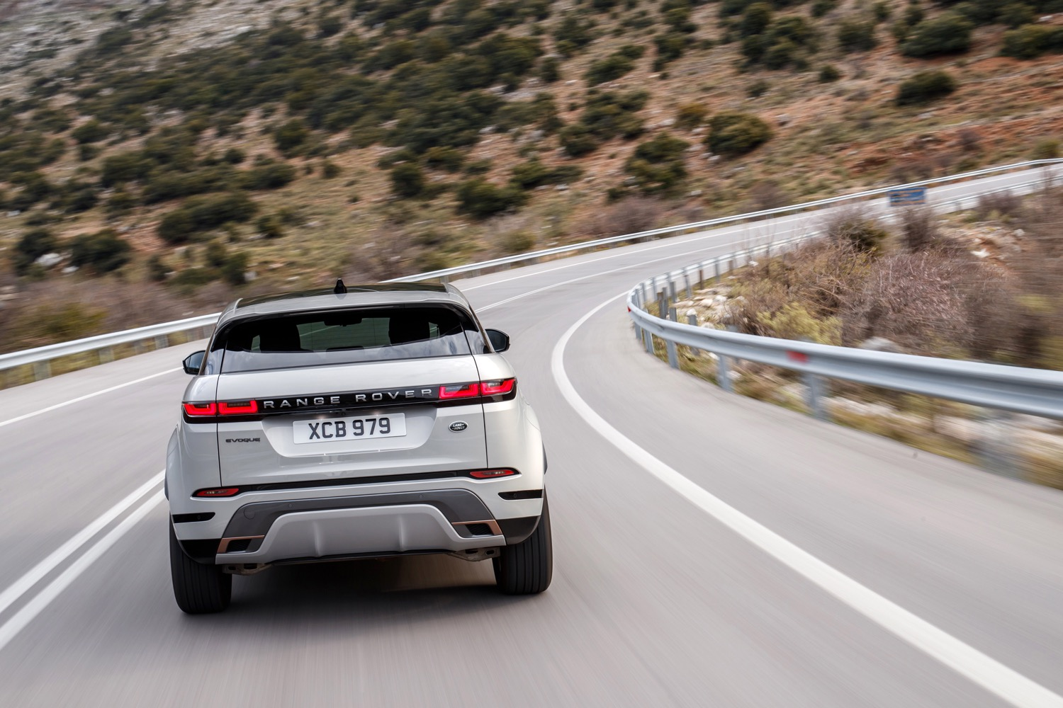 2020_land_rover_evoque_hybrid_test_12
