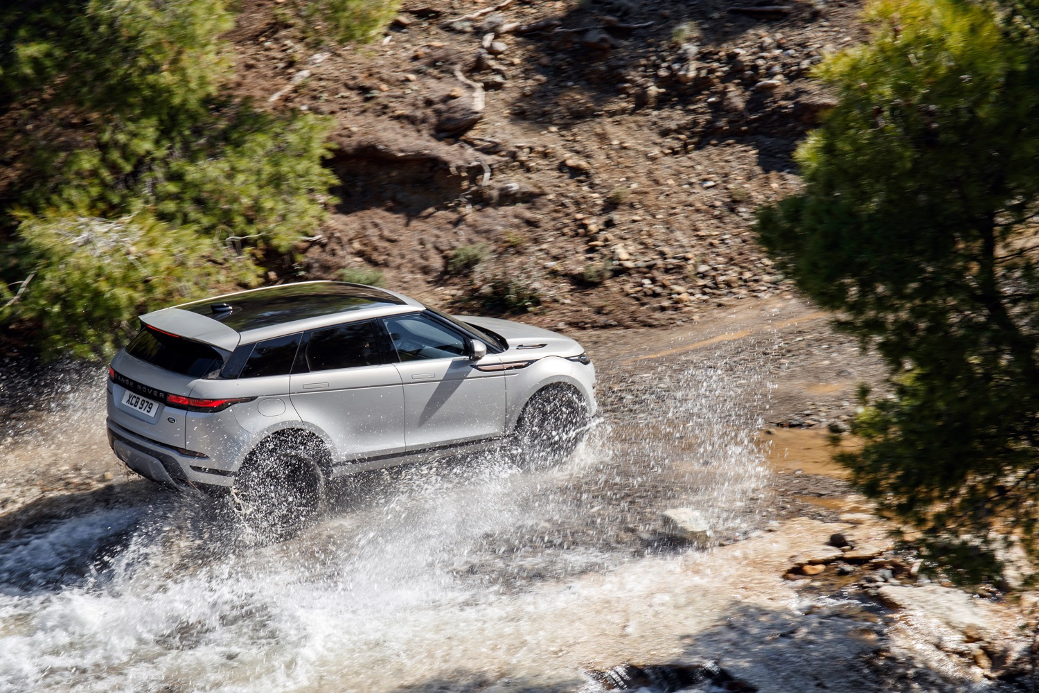 2020_land_rover_evoque_hybrid_test_14