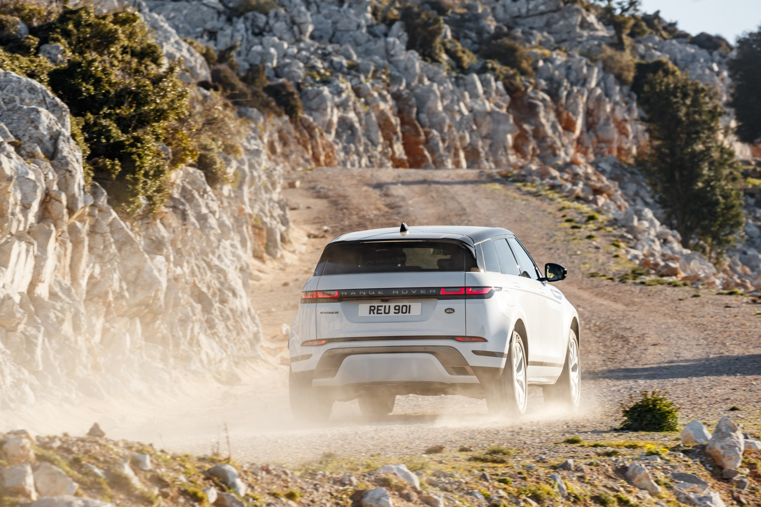 2020_land_rover_evoque_hybrid_test_16