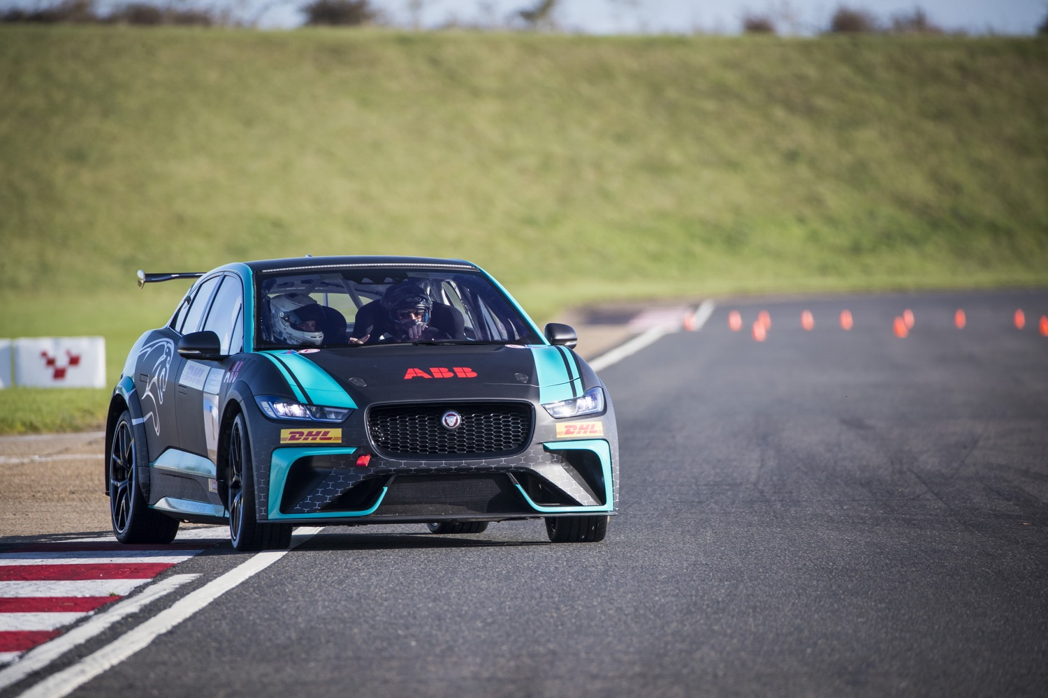 2020_jaguar_ipace_etrophy_test_10