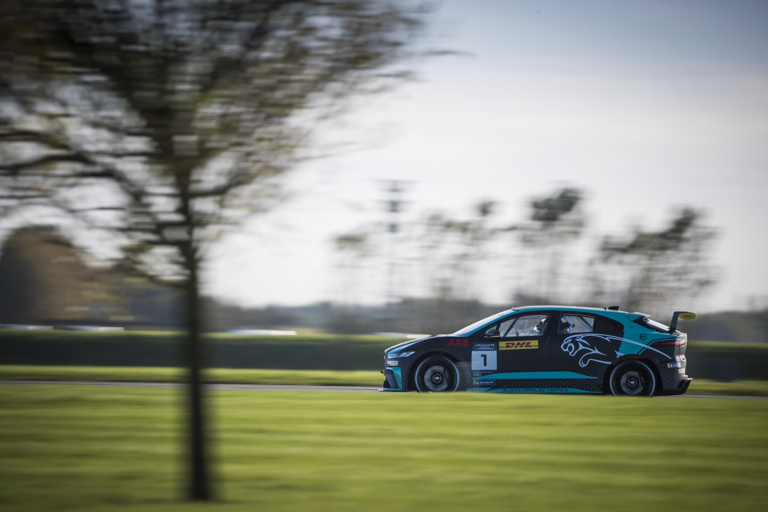 2020_jaguar_ipace_etrophy_test_12