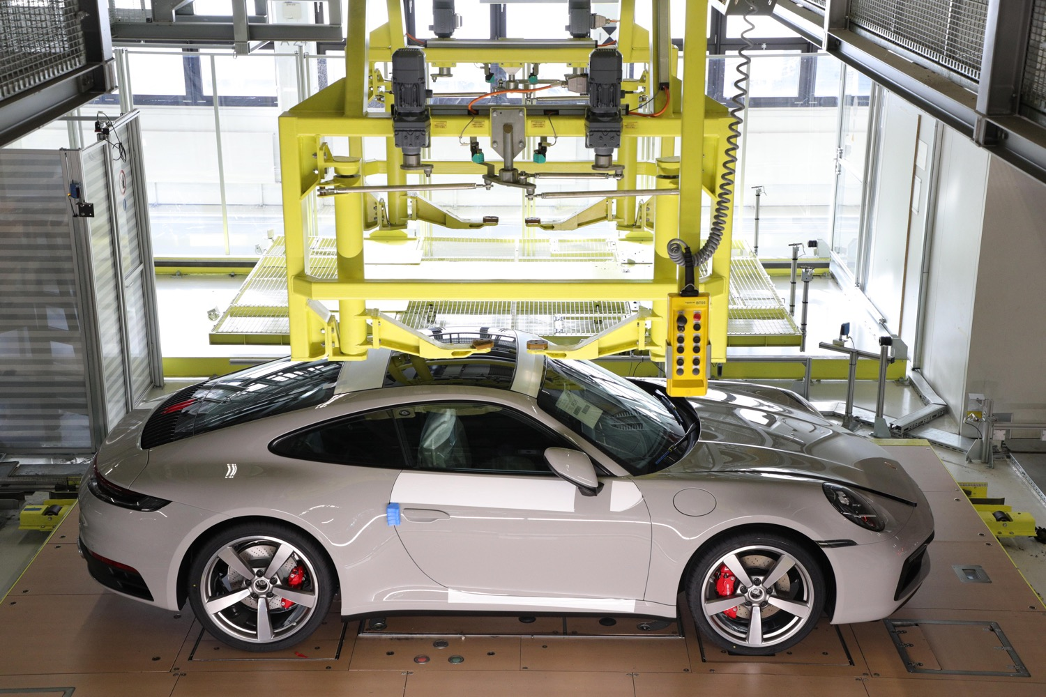 2020_porsche_behind_the_scenes_02