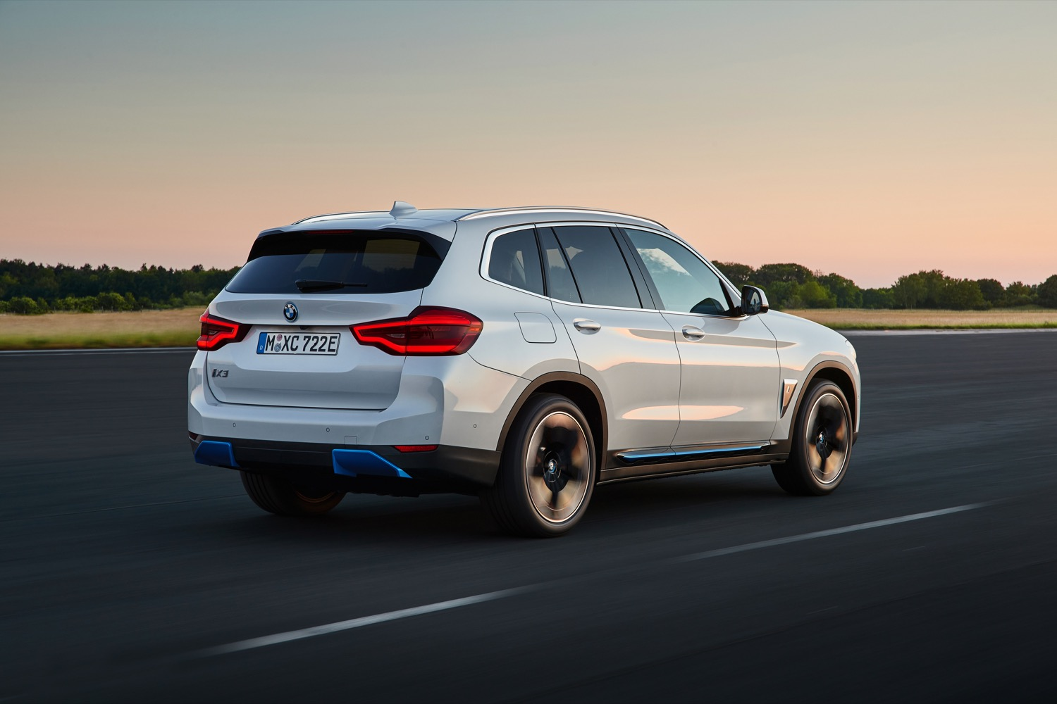 2020_bmw_ix3_official_04